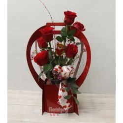 6 rosas en portaramos decorado